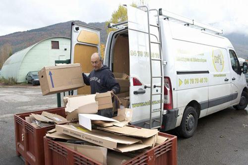 tri carton et véhicule entreprise DE3A